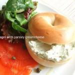 カフェ風ブランチに!「ベーグル with パセリ・クリームチーズ」
