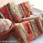 迫力満点!「3段重ねのBLTサンドイッチ」