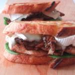 スーパージューシー!「チキン&舞茸 サンドイッチ」