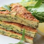 緑と卵のコントラストが鮮やかな「ズッキーニ&バジルのフリッタータ」