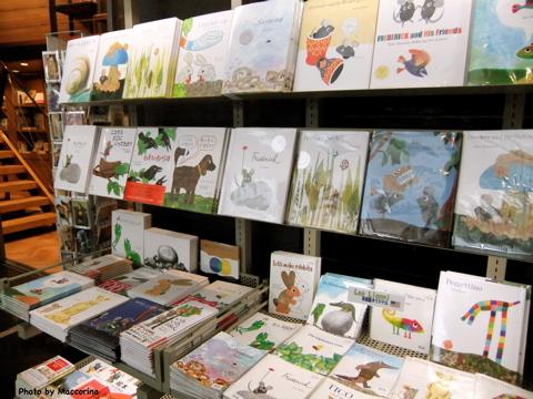 Bunkamura内の書店にもレオ・レオニの本が並んでいます。