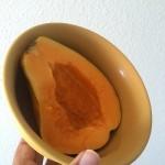 朝ごはんにオアフ島ノースショア産のパパイヤ。甘くて美味しいけれど・・アレルギー?