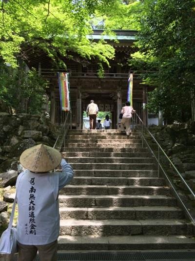 大窪寺への門
