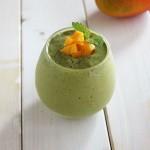サラダみたいなマンゴーとベビーリーフのグリーンスムージー♪