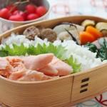 焼くよりずっと簡単で美味! 塩鮭の簡単フライパン蒸しのお弁当