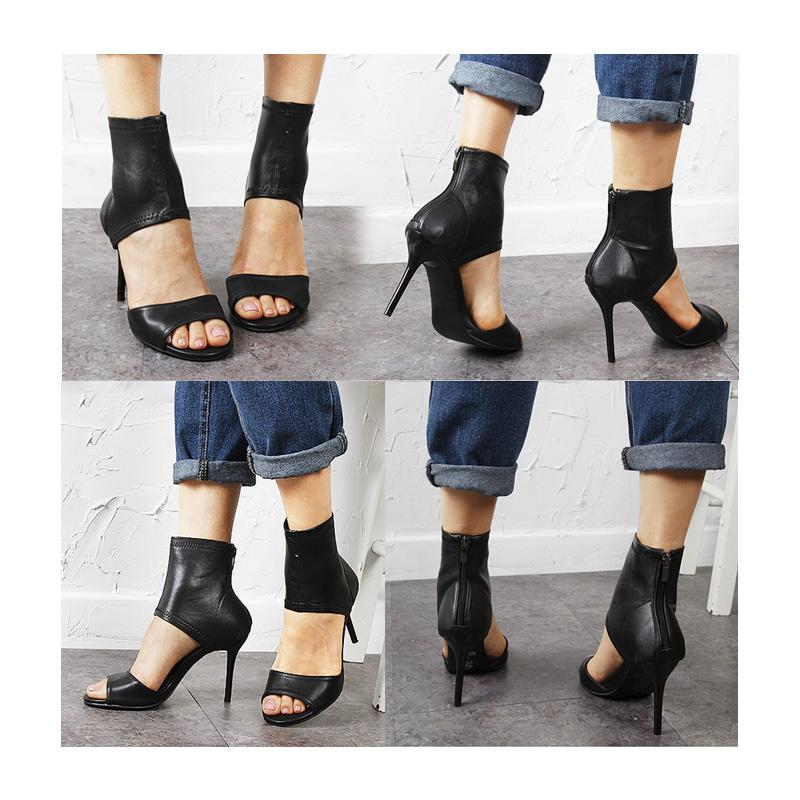 靴をこちらのようなヒールのある女靴に変えるだけでガラリと表情が変わります。