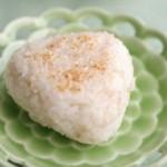 5分でできる「麦ごはんの焼塩にぎり」~簡単わくわく朝ごはん~
