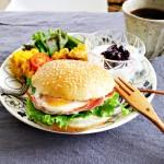 お家で簡単手作り♡月見バーガー付きワンプレート朝ごはん