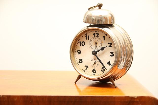 clock-865680_640