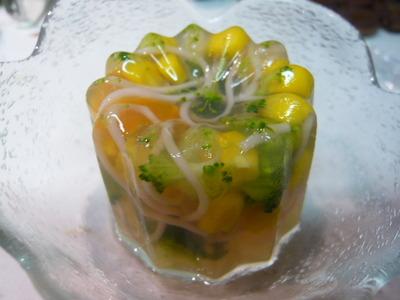 彩り野菜のコンソメ寒天