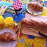コートダジュールのアパルトマンで朝食を