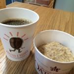【アメリカ】ビーガン・オートミール&オーガニックコーヒーの朝食