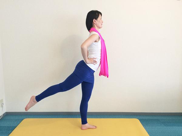 腹筋と下半身を意識します