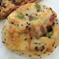 【西日暮里】パンに自信あり!だからこそ美味しい惣菜パン「イアナック」