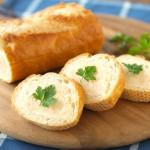 フランスパンがおしゃれに変身!タラモサラダのスタッフドバゲット
