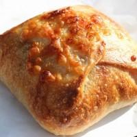 【白金高輪】とろーりチーズに悶絶!焼きカレーパンが人気「セイジアサクラ」