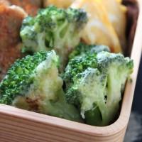 旬だから甘くて美味しい!ブロッコリーのチーズ炒めのお弁当