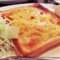 【大阪・梅田の朝食】隠れ家のような純喫茶で大人のモーニング@Y・C
