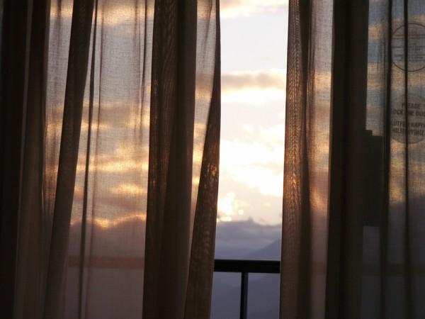 balcony-252694_960_720