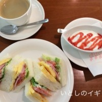梅田の地下街で朝のサンドイッチを