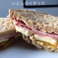幸せ朝ごはん!ブリーチーズとハムとマンゴーチャツネのサンドイッチ