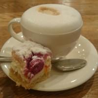 金曜日のゆっくりしたカフェでの朝ごはん