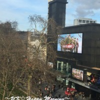 ロンドンにて。映画のプレミアが頻繁に行われる場所を見下ろす朝♪