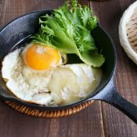 新生活の朝ごはんに!スキレットで簡単「とろとろチーズエッグ」
