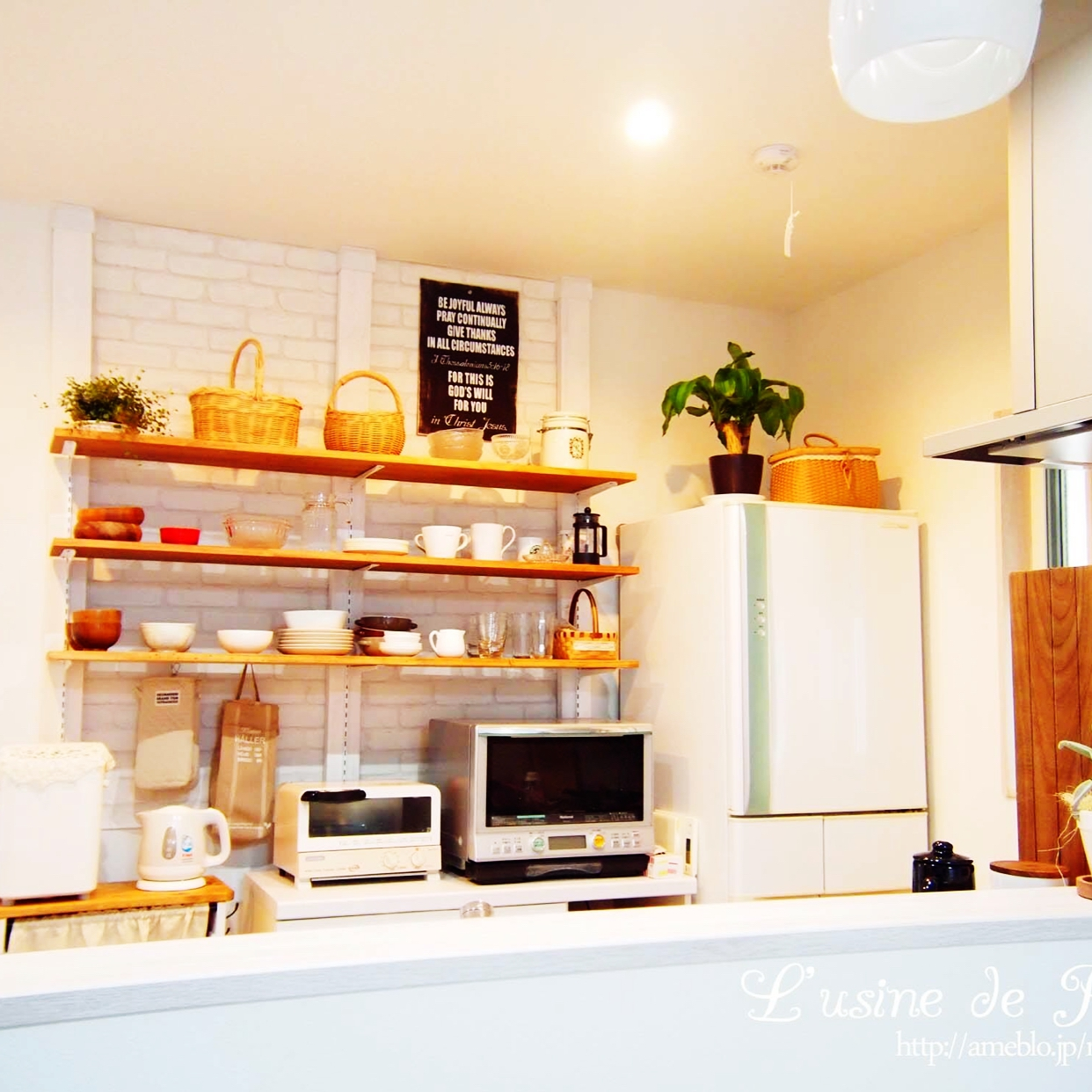 賃貸でもok 話題の ディアウォール でキッチンに棚を作ろう 朝時間 Jp