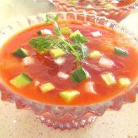 蒸し暑い朝に!火を使わない冷製スープ「ガスパチョ」レシピ5選