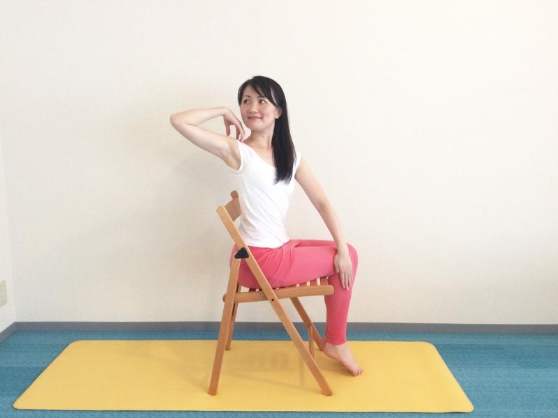 肩こり解消&代謝UP!スキマ時間にできる「肩と肩甲骨」ストレッチ