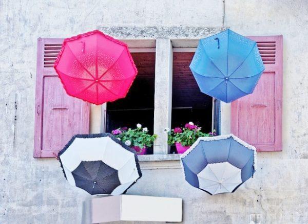 umbrellas-1132125_640