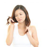 湿気や汗…うねって広がる髪に悩まない!簡単ヘアケア術