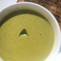 冬の朝にぴったりのグリーンスープ