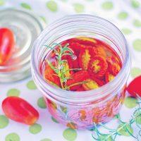 パスタやサラダに大活躍!簡単作り置き「セミドライトマトのオイル漬け」