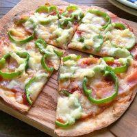 パリパリッと香ばしい!朝10分で完成する「薄焼きピザ」