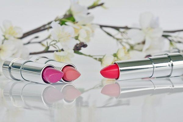 lipstick-1367775_640