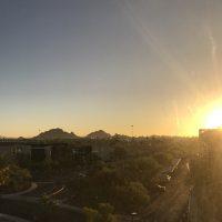 砂漠の街、フェニックスの朝日