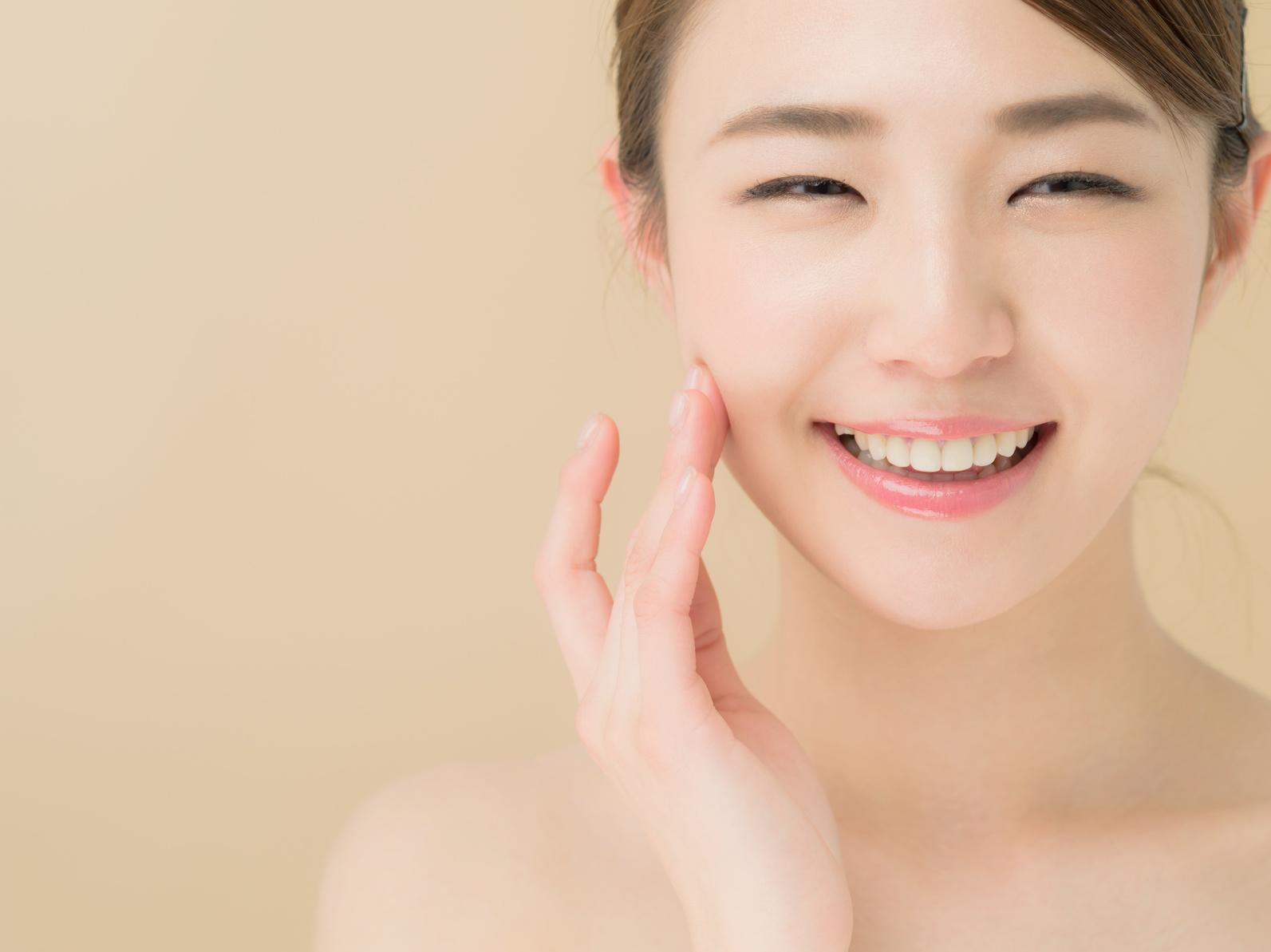 スキンケア笑顔の女性_江口_20151002_Fotolia_77605967_Subscription_Monthly_M