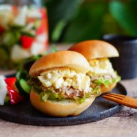 やっぱり好き!サンドイッチの王道「タマゴ&ツナマヨ」バーガー