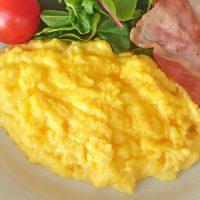 とろとろ半熟卵がたまらない!基本の「スクランブルエッグ」