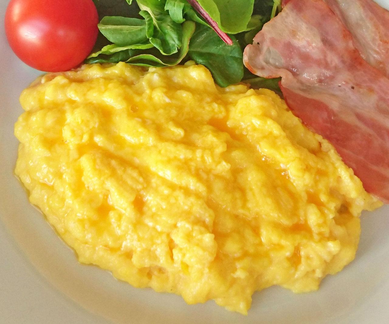 とろとろ半熟卵がたまらない!基本の「スクランブルエッグ」朝食女子のための基本レッスン