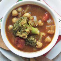 10分でアツアツ朝ごはん♪レンジで簡単「ブロッコリーと豆のカレースープ」