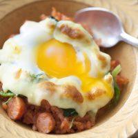 トースターで簡単!半熟卵とチーズがとろけるごはんグラタン