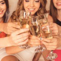 「一緒に飲まない?」新年のパーティーやバーで使える英語5選
