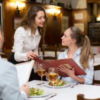 旅行前に覚えておくと安心!レストランで使える英語表現25例