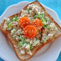 朝の定番に!「ミニトマト」×「トースト」の簡単アレンジ7選