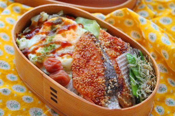 塩鮭のごま焼き弁当
