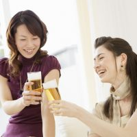 「乾杯!」を4単語の英語で言うと?