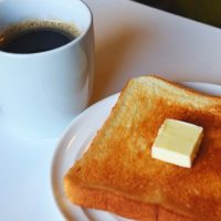 そのままより美味しくなる!私の定番「食パンのおとも」5選
